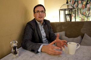 Sundsvalls kommunalråd Peder Björk (S) lyssnar på kritiken  och backar om den nya arenan.