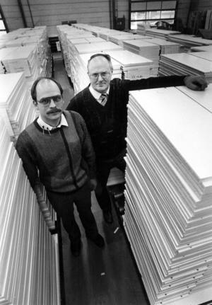 1987 besökte ÖP ACB Laminat i Svenstavik. Ägarna Crister Bodin och Alf Claesson hade stora planer för företaget. 2008 stängdes fabriken i Svenstavik och ACB Laminat gick i konkurs 2009.