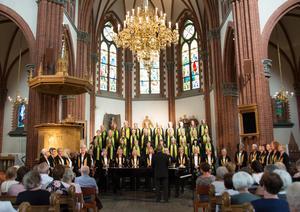 Sundsvalls Kammarkörs damer och Confettikören sjunger tillsammans