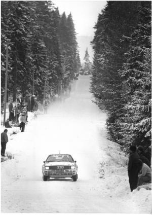 Majestätisk i skogen. Stig Blomqvist i sin Audi på en snygg vinterbild från Svenska rallyt 1984. Världsmästaråret. Arkivbild: Stig Nyström