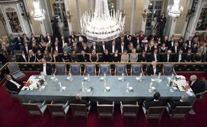 Efter avslöjandet tog flera ledamöter i Svenska akademien time-out och några slutade, efter att kungen ändrat i stadgarna och gjort det möjligt.