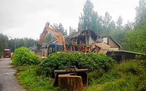 I november 2016 revs husen som var grunden till ödeturismen i Björnhammaren.