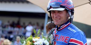 Tomas Pettersson tog hem söndagens V5-omgång med egentränade Kimbee Crown efter en mäktig avslutning.