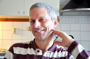 Owen Laws, MP, lägger politiken på hyllan och flyttar till kärleken i Umeå.