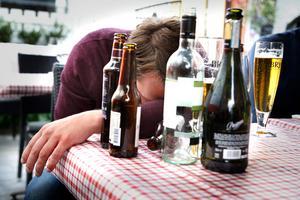 Den sköna idyllen som en gång fanns bryts ner alltmer och man drunknar i alkohol, skriver Thomas Sving.