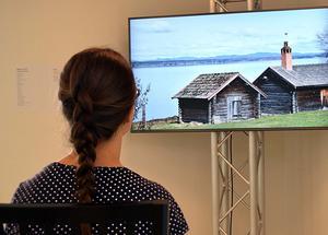 Ett bildspel ger en nutidsbild av timmerhusmiljöer i Dalarna.