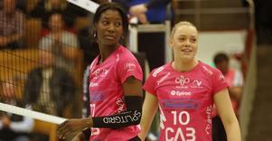 Ivonee Montano är Örebro Volleys självklara anfallsstjärna i vinter. Har en ruskig högerslägga. Men mot Engelholm räckte det ändå inte till seger.