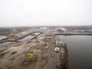 Det gamla fabriksområdet omfattar 56 hektar och köptes av entreprenören Anders Högberg 2013 efter Karlits konkurs.