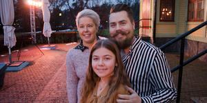 Elin Borgert pratade på Falu kommuns frukostmöte på fredagen. Föräldrarna Kicki och Torbjörn var med och stöttade.