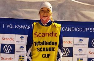 Louise Lindström med ledarvästen.