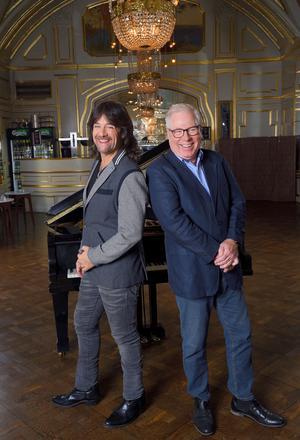 Rhapsody In Rock var på planeringsstadiet i Robert Wells huvud redan på 70-talet och som 27-åring 1989 blev det verklighet tillsammans med dirigenten Anders Berglund.