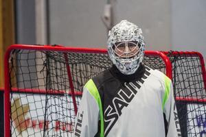 Kenneth Claesson är målvakt i Gävle GIK, men också ambassadör för att få fler att spela innebandy inom parasport.