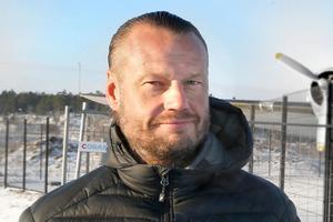 Magnus Fagerström, vd på byggherren Centrumfastigheter, är nöjd med arkitekturen som Hamnhus 1 har. – Det är så häftigt med ett hus som inte bara är en fyrkantig byggnad. Det ska bli kul när det är klart och jag hoppas att alla som kommer att bygga här anstränger sig så att det blir en fin miljö, säger han.