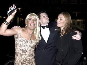 År 2006. Mikael Reuter (konstnär), Mikael Genberg (konstnär) och Elizabeth Genberg (i dag marknadsförare och grafisk formgivare på Konserthuset) under ett mingel på på Style Awards. Foto: Alf Pergeman