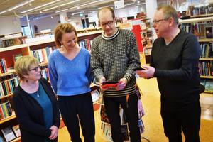 Karin Blomqvist, Solvita Lasmane, Oskar Larsson och Per Andersson kommer kunna hjälpa lindesbergsbor med it-frågor.