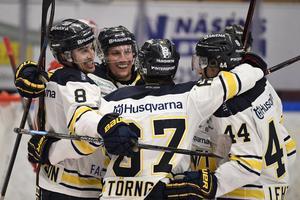 HV71 har fyra raka segrar inför mötet med Frölunda. Nu säger centern David Gustafsson att HV siktar på att ta förstaplatsen.