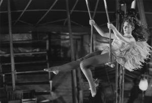 Den franska cirkusartisten Marion (Solveig Dommartin) lever ett ensamt liv och längtar efter kärlek och hemhörighet. Foto: Pressbild/Wim Wenders Siftung