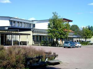 Strandens skola som den såg ut innan den katastrofala branden i april 2003. Foto: Berit Olars/Arkiv