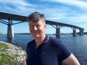 Urrban Mesch kommer från Sundsvall och har bland annat skrivit boken