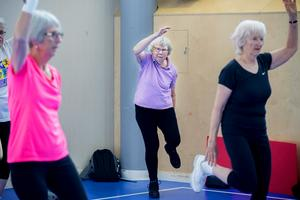 92-åriga Ingrid Hägglund ( i mitten) har deltagit i över 20 år .