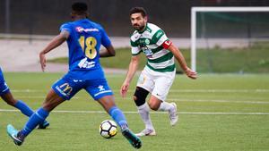 VSK:s lagkapten, Ilir Berisha, har skrivit på en förlängning med Grönvitt.