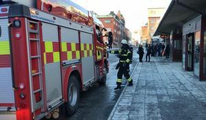 Brand i papperskorg utrymde busstorget i Östersund.