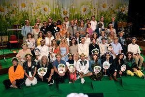 Årets sommarvärdar under Sveriges Radios presentation i Berwaldhallen i Stockholm. Foto: Fredrik Sandberg/TT