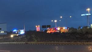 Två personer fördes till sjukhus för vård efter olyckan.