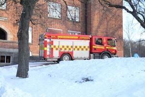 Bränderna på Karlbergsskolan handlar om att politikerna måste släcka den stora branden, att eleverna inte får undervisning, menar insändaren.