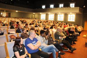 61 ordinarie ledamöter eller ersättare var samlade under torsdagens möte i kommunfullmäktige.
