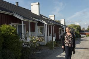 Linda och hennes dotter Mirabell bor i bostadsområdet Eriksdal i Härnösand.