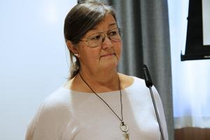 Carina Bryngelsson befarar att ekonomin skulle bli tung om Hybo skola blir kvar.
