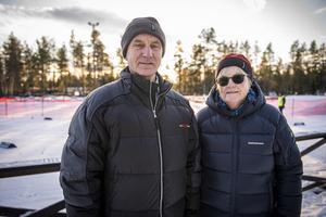 Stefan och Elisabet Wikander kom till Södra berget för att heja fram barnbarnen som åkte Alnö skicross.