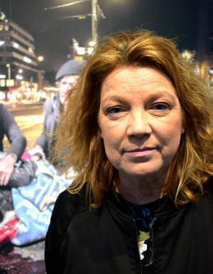 Elisabeth Ohlson Wallin fortsätter kämpa, även om det tar på krafterna, och slår vakt om folkbildningsidealet.