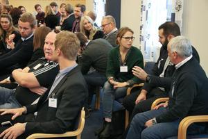 Det blev flera tillfällen som aktörerna diskuterade i både mindre och större grupper. Elin Sandström gav sina synpunkter om hållbarheten tillsammans med Kristoffer Nordahl och Christer Rydman. Längst fram satt Peter Jensen och vd Jonas Olsson.