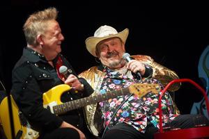 Gitarristen Christer Ericsson och sångaren Olle Jönsson är de av de nuvarande medlemmarna i Lasse Stefanz som varit med längst, sedan slutet på 1960-talet.