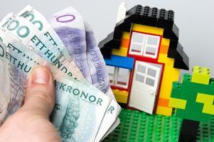 Danderydsbon får mest pengar av staten till plånboken. Huruvida det här huset står just i Danderyd och vem som bor i det låter ledarredaktionen vara osagt.  Foto: Erik Nylander / TT