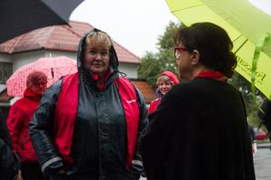 Kommunals ordförande Anna Savolainen i samtal med Elsie Bäcklund Sandberg, ordförande för SKPF Pensionärerna.