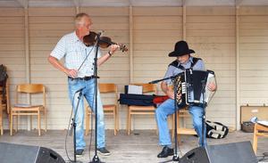 Invigningen av årets Dan Andersson-vecka vid Sunnansjö Hembygdsgård avrundades med folkmusik framförd av Janne Wallman - på Dan Anderssons