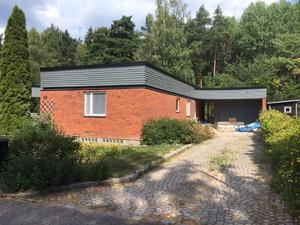 Villan på Ormbergssvängen i Västerås såldes för 4,4 miljoner.