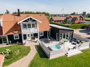 Villa byggd 2003 med en tomtarea på 1 245 kvadratmeter. Foto: Patrik Persson/Svensk Fastighetsförmedling