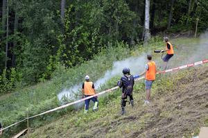 En motorcykel som åkte av orsakade mindre rökutveckling under lördagens Hillclimb i Nolbybacken.