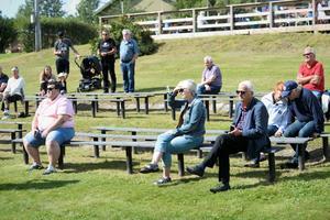 Längst bort på gräsplätten var det en politisk debatt där frågor om landsbygden diskuterades.
