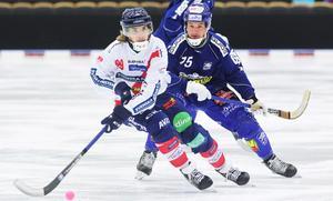 Kan skicklige och rutinerade Jesper Eriksson få stopp på Tuomas Määttäs fart i fredagens möte i Svenska Fönster Arena?