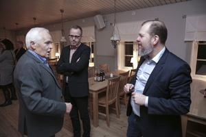 Johan Spendrup härmade Ikeas grundare Ingvar Kamprad och berättade för Hellmuth Baier och Jörgen Forsberg hur det gick till när Kamprad blev bjuden på alkoholfri öl.
