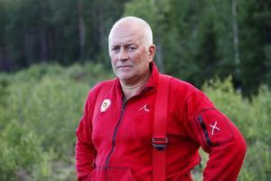 Peter Nystedt, räddningschef vid räddningstjänsten i Ljusdal, berättar att han har verifierat alla 30 personer som hjälpte räddningstjänsten som har sökt om frivilligersättning.