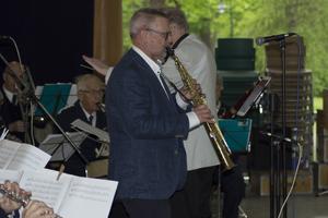 Leif Holmgren solist på sopransaxofon.