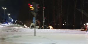 Bild: Jari Niemela. Plogbil som kört i diket i korsningen Norrleden-Vasagatan