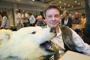 Hans Mårtensson berättade om Svalbard. Förutom alla fina bilder hade han med sig den här nallen.   – Jag har stor respekt för isbjörnen men de flesta är faktiskt ganska skygga.