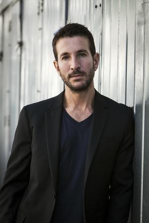 Alex Michaelides är född på Cypern, numera bosatt i USA. Hans kriminaldebut har fått stor uppmärksamhet. Foto: Andrew Hayes-Watkins